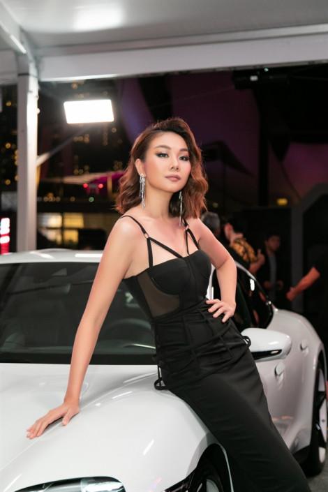 Sao đẹp tuần này: Thanh Hằng, Hà Hồ cùng diện váy khoe vòng 1 gợi cảm
