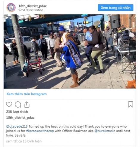 Cảnh sát Mỹ hát karaoke và khiêu vũ để gắn kết với người dân