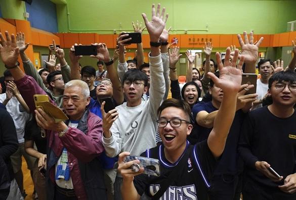 Bau cu Hong Kong: Phe ung ho dan chu gianh duoc nhieu phieu hon truoc