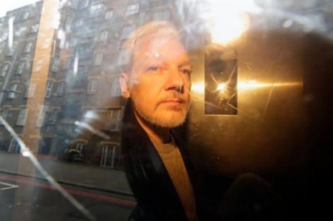 Các bác sĩ lo ngại sức khỏe của ông chủ WikiLeaks trong nhà tù tại Anh