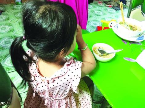 Cha của cô giáo mầm non bị tố cáo xâm hại bé gái 4 tuổi