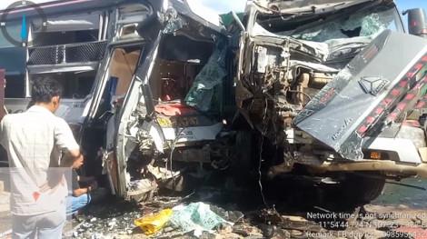 Xe container lấn trái tông xe khách, 4 người thương vong, hàng chục người kêu cứu