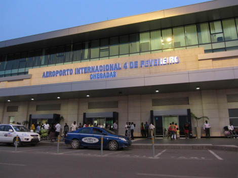 Giấu hơn 1 triệu đô-la lên máy bay, 2 người Việt bị bắt