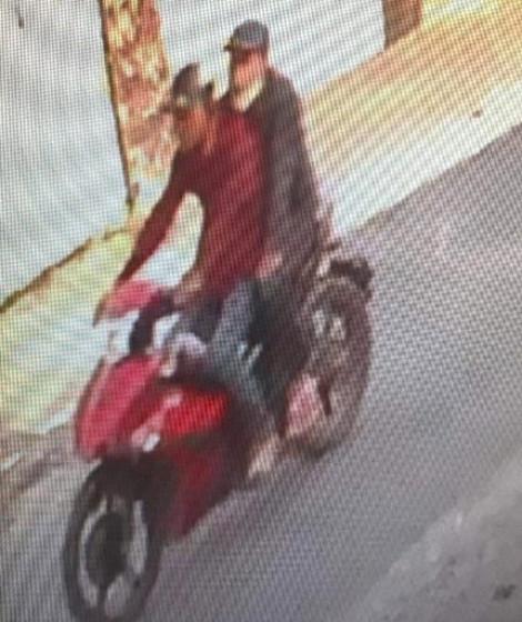 Chặn xe, bắt 2 tên chuyên đeo khẩu trang cướp giật tài sản phụ nữ