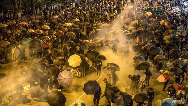 Trung Quoc va chinh quyen Hong Kong phan doi viec Tong thong Trump ky ban hanh hai dao luat ve dac khu