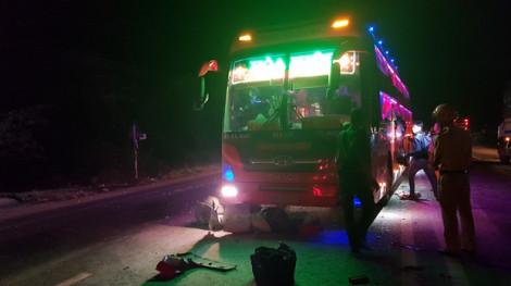Mặc hành khách kêu cứu thảm thiết, xe ben và 2 xe khách giường nằm vẫn đuổi nhau như phim hành động