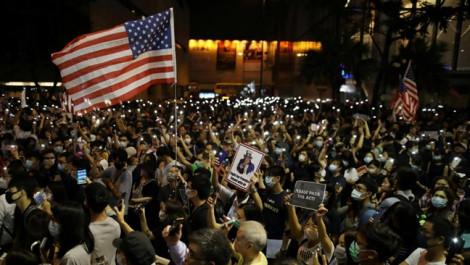 Đồng nhân dân tệ rớt giá, Trung Quốc doạ trả đũa sau khi Trump ký dự luật về Hồng Kông