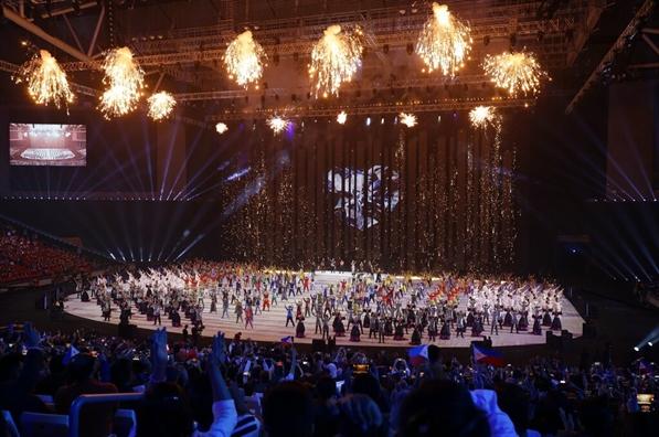 Philippines khai mac SEA Games 30 bang man trinh dien day sac mau