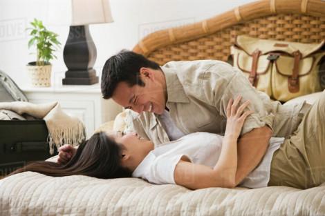 Bác sĩ dặn 'bớt bớt' chuyện tình dục nhưng chồng vẫn... làm quá