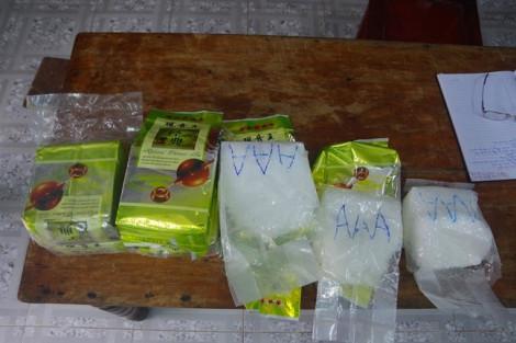 Lại phát hiện các gói hàng, nghi ma túy đá, trôi dạt trên biển Thừa Thiên - Huế