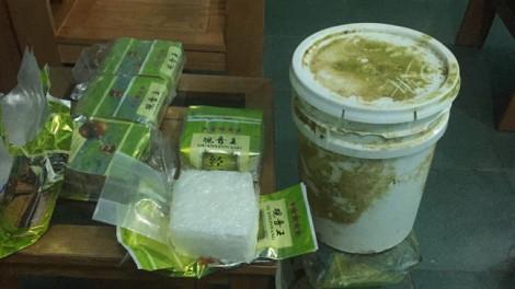 Đến lượt người dân Quảng Trị nhặt được cả thùng chất bột nghi ma túy