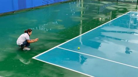 Lý Hoàng Nam và Daniel Cao Nguyễn chưa thể thi đấu tứ kết quần vợt SEA Games vì sân ướt
