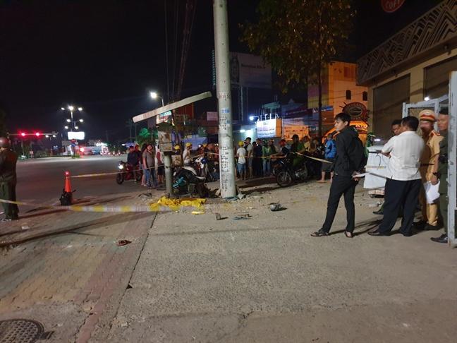 Nghi van Canh sat Giao thong Binh Duong truy duoi xe may, khien thieu nien lao vao tru dien tu vong