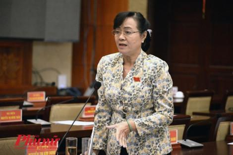 Liên quan đến chuyện thu phí đỗ xe ô tô bị lỗ nặng, bà Quyết Tâm đề nghị 2 sở của TP.HCM đọc lại văn bản luật