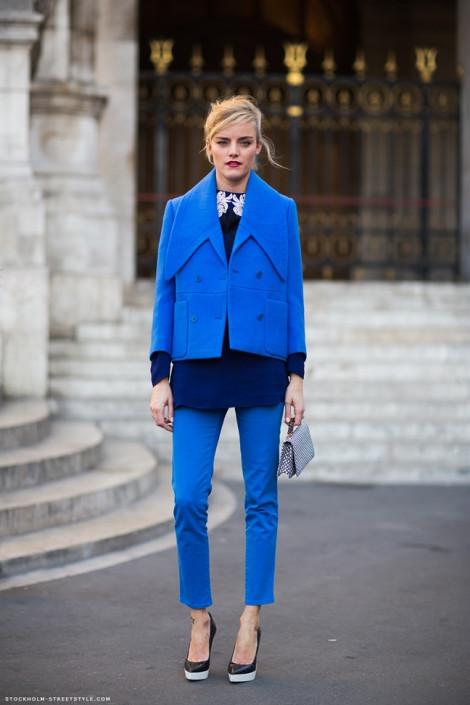 Mặc màu gì với gam màu xanh cổ điển hot nhất năm 2020?