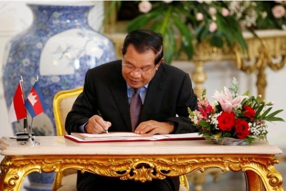 My ap dat lenh trung phat len hai ca nhan than Thu tuong Hun Sen