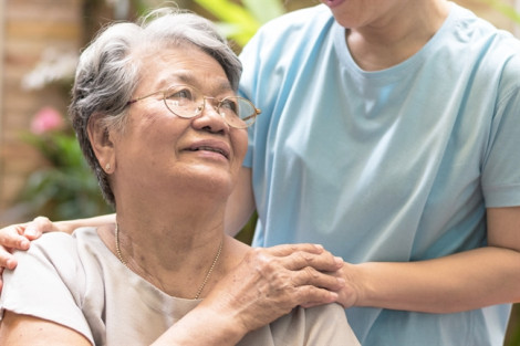 Tận tụy chăm sóc mẹ chồng, nhưng thương thì không