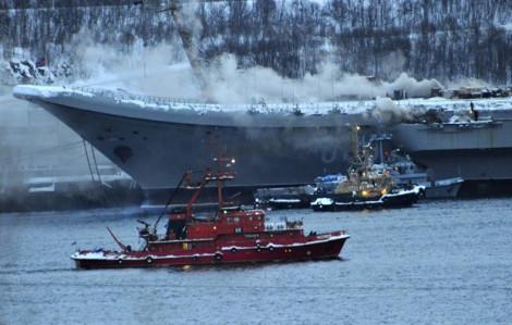Tàu sân bay của Nga bốc cháy khiến 10 người bị thương