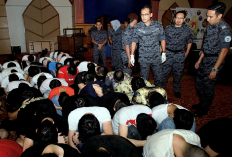 Malaysia bắt thêm 65 người Trung Quốc lừa đảo qua mạng