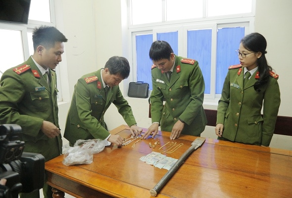 Doi ban Chien - Thang ru nhau vuot gan 800 cay so de trom ket sat