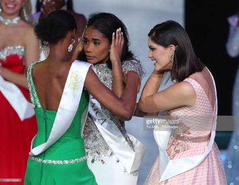 Mỹ nhân Jamaica hoảng hốt khi được gọi tên chiến thắng 'Hoa hậu Thế giới 2019'