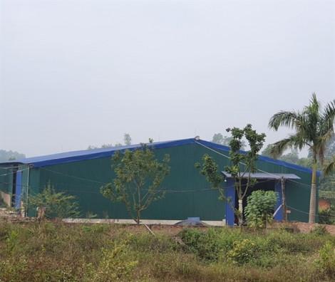 Kiểm tra khu nhà xưởng nghi chôn trộm chất thải ở Sóc Sơn