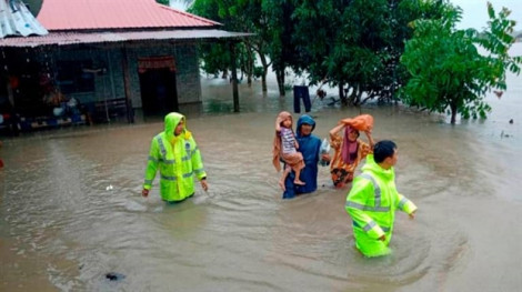 Gần 4.000 người dân Malaysia di tản vì mưa lũ, động đất 6,8 độ richter tấn công miền nam Philippines