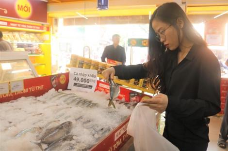 Thịt đội giá, bà nội trợ đổ xô đến Bách hóa Xanh săn cá nhập khẩu 49.000 đồng