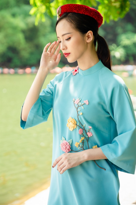 'Thong dong' cùng áo dài