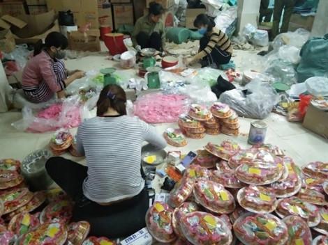 Hàng ngàn sản phẩm bánh, mứt, kẹo tết bị tạm giữ vì mất vệ sinh