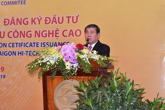TPHCM trao giay chung nhan dang ky dau tu cho cac doanh nghiep tai Khu Cong nghe cao