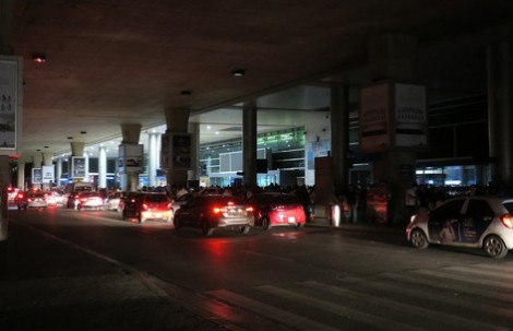 Sân bay Tân Sơn Nhất bất ngờ mất điện lúc rạng sáng