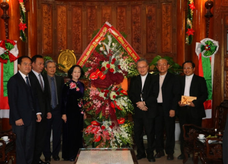 Trưởng Ban Dân vận Trung ương Trương Thị  Mai chức mừng Giáng sinh tại Huế