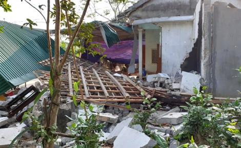 Sau tiếng nổ lớn, nhà sập, cha tử vong, 2 con nguy kịch