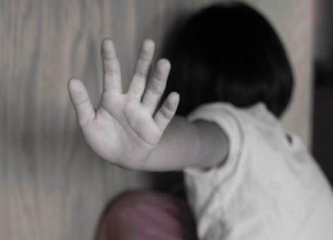 Công an vào cuộc điều tra nghi án bé gái bị gã đàn ông cạnh nhà xâm hại tình dục