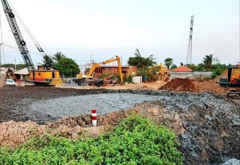 Cảnh sát truy đường đi của bùn đất ở dự án Vệ sinh môi trường TP.HCM