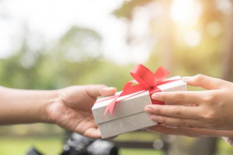 Bao lâu rồi mình không tặng quà cho nhau?