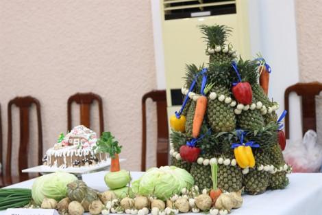 Cây thông Noel làm từ rau củ quả