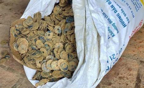 Phát hiện hơn 100kg tiền cổ khi đào móng nhà