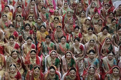 271 cô dâu không cha cùng tổ chức lễ cưới tập thể tại Ấn Độ