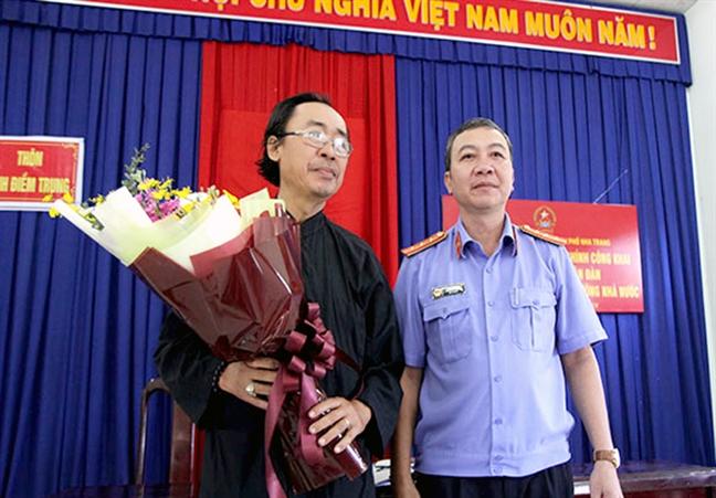 Nhan loi xin loi muon mang sau 18 nam bi khoi to oan