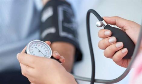 Làm việc văn phòng quá lâu dẫn đến tăng huyết áp