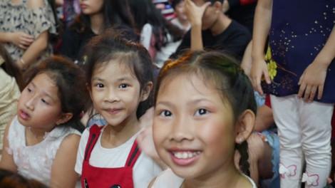 Video: Không khí Giáng sinh rộn ràng ở Sài Gòn