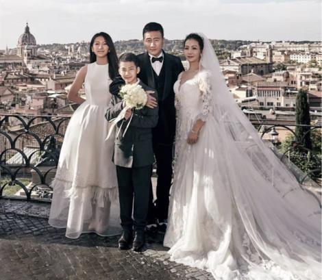 'Kiều Phong' Hồ Quân chụp ảnh cưới với vợ sau 20 năm kết hôn