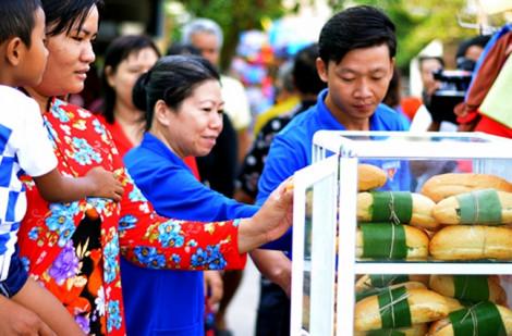 'Bánh mì xanh' độc nhất vô nhị ở Sóc Trăng