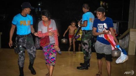 Bão Phanfone ập vào Philippines ngay đêm Giáng sinh khiến nhiều người phải rời nhà cửa