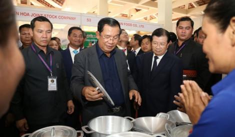 Ngôi chợ kiểu mẫu do Việt Nam tài trợ được Thủ tướng Campuchia đặc biệt quan tâm
