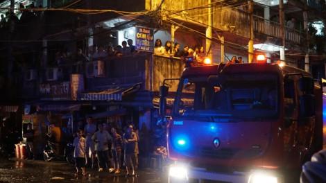 Cháy lớn sát chung cư Ấn Quang, cư dân hốt hoảng tháo chạy