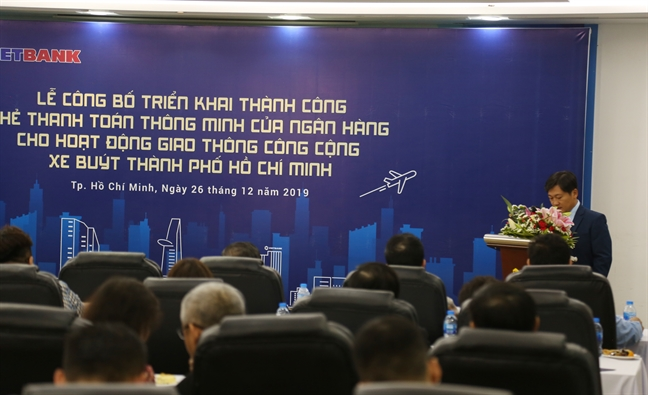 TP.HCM: Nguoi dan di xe buyt co the thanh toan bang the thong minh khong tiep xuc cua Vietbank
