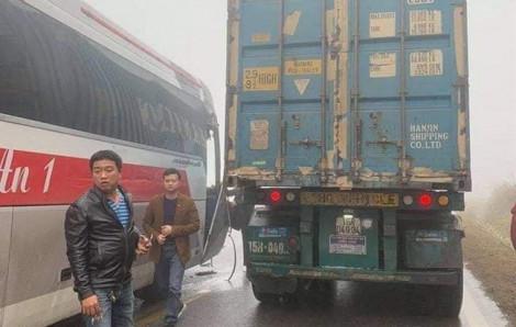 Xe container cứu xe khách mất phanh trên đường đi Mộc Châu